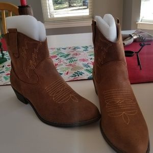 NWT Western style bootie